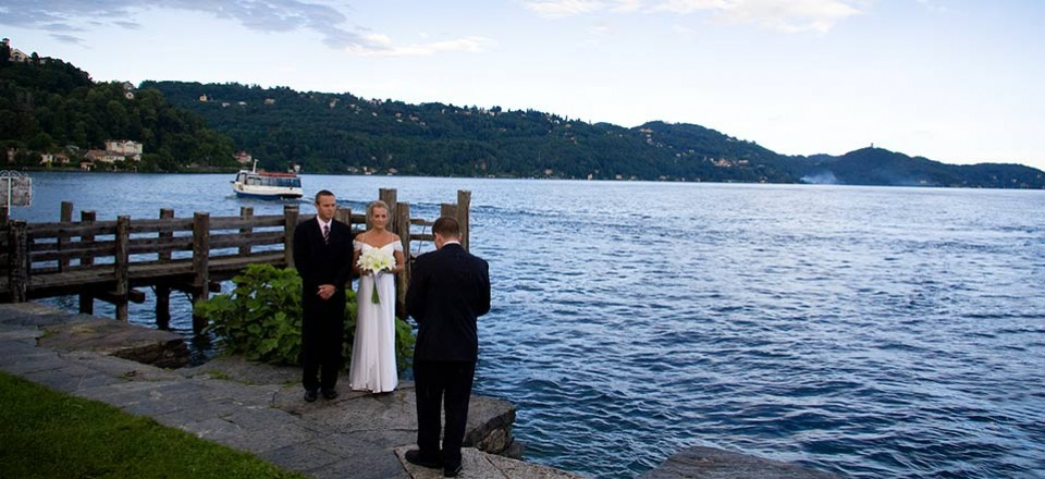 Intimate ceremony on St. Julius Island lakeshores