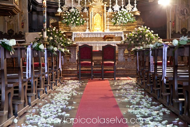 Santa maria assunta church in orta for Altar wedding decoration