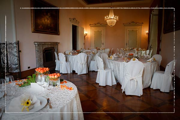 flower-arrangements-italian-castle