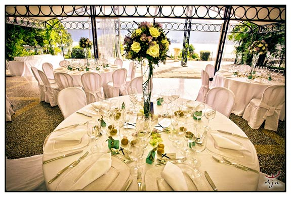 flower-arrangiaments-in-Villa-Rusconi-Clerici