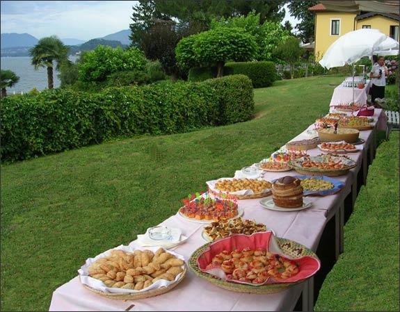 Buffet-aperitif-on-Lago-Maggiore