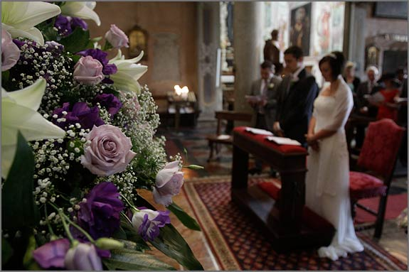 Flower-arrangements-in-Assunta-Church-Orta