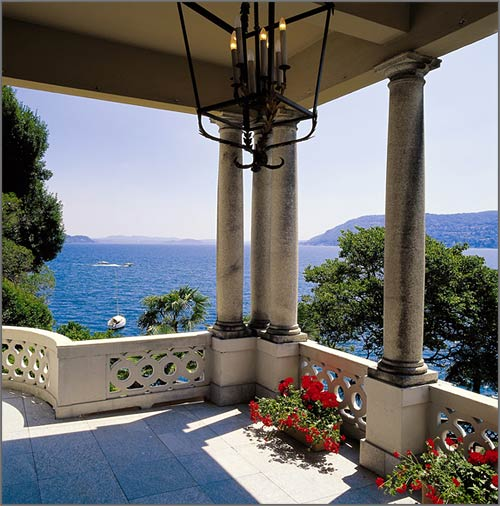 Hotel-ovelooking-Lake-Maggiore