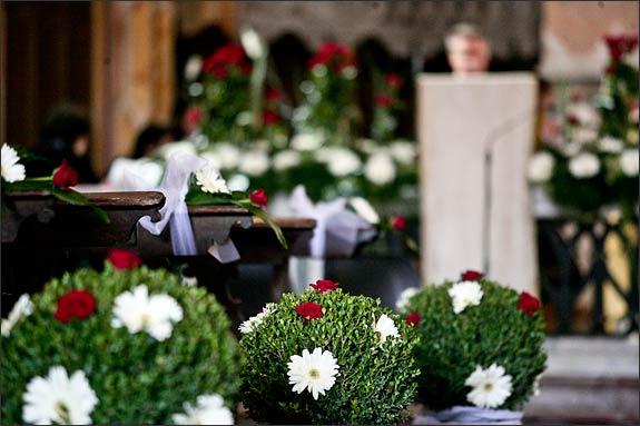Church-flowers-arrangements-Italy