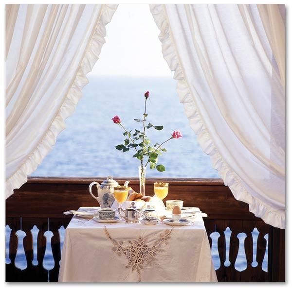 Lakefront-hotel-Gardone-Riviera-lake-Garda