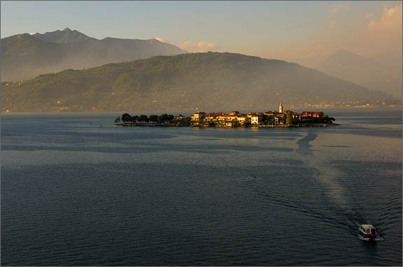 Wedding-in-Fishermans-Island-lake-Maggiore