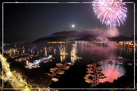 fireworks-wedding-on-lake-iseo