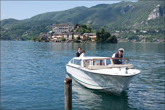 wedding-service-lake-Orta-motorboat