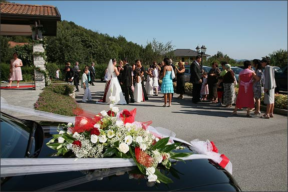 wedding-car-flower-arrangement-Italy
