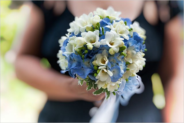 bridal-bouquet-hortensia-and-freesias
