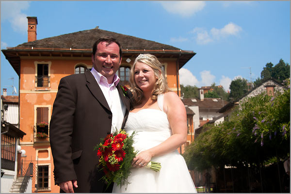 red-gerberas-bridal-bouquet
