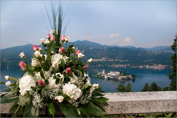 Big hydrangeas flowers were the main characters of Dana and Nicola 39s wedding
