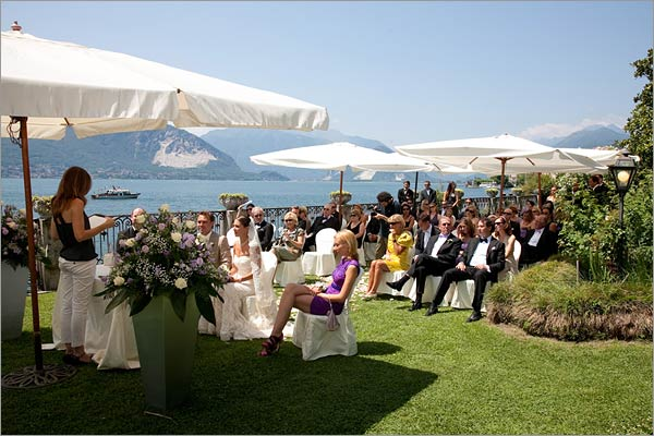 Marriage-ceremony-on-lake-shores