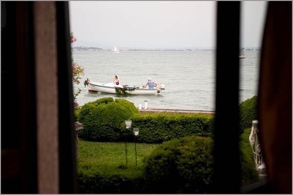 bride-boat-arrival-on-lake-Garda