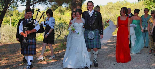 Riona and Barry, Just Married in Bracciano Countryside