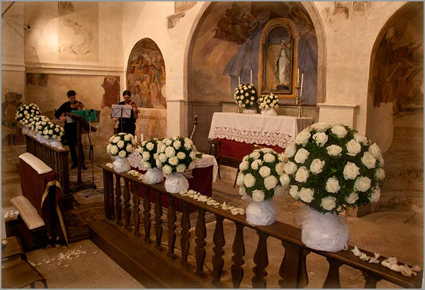 spheres-flowers-arrangement-in-church