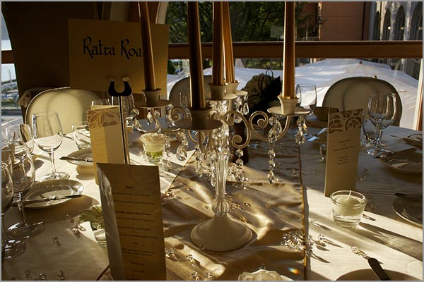 golden-reception-table-arrangements