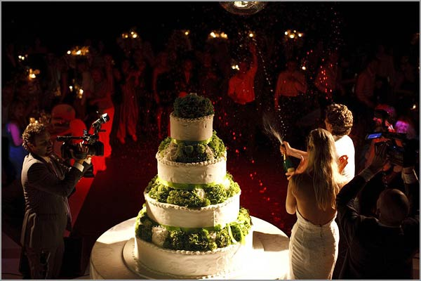 wedding-cake-floral-arrangements-lake-Como