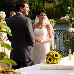 A wedding with sunflowers as the theme on Lake Maggiore