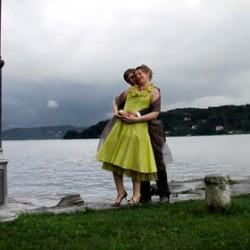 A light taffetà green dress for a pretty bride