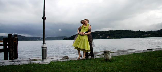 A light taffetà green dress for a pretty bride