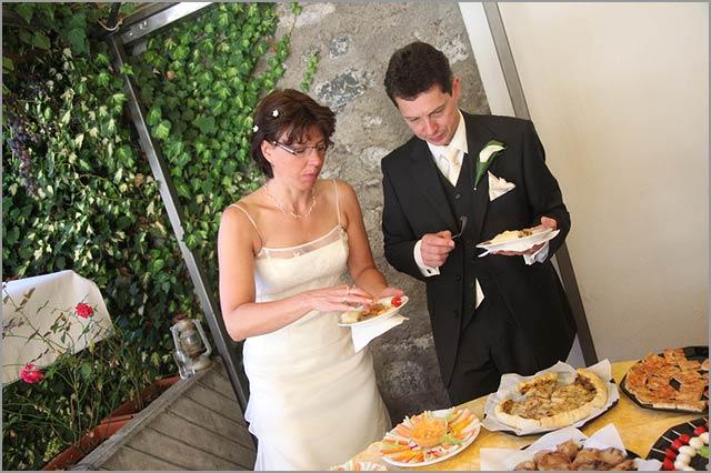 Umtrunk-mit-Gluckwunschen-Comer-See-Hochzeit