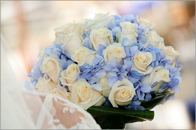 blue-hydrangeas-and-cream-roses-bouquet