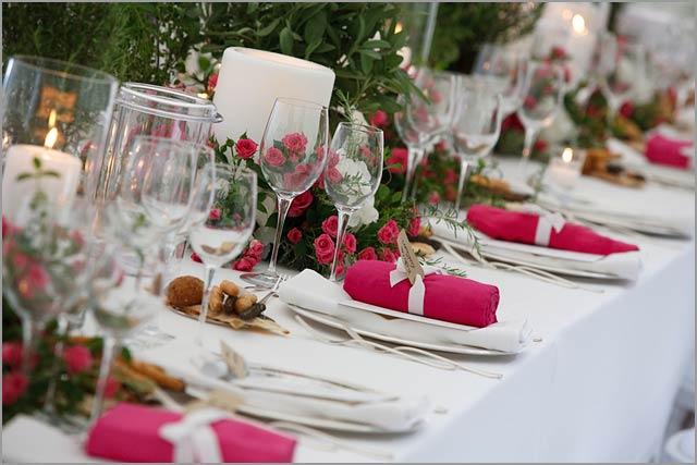 white and fuchsia theme wedding in Italy