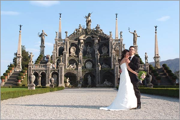 wedding-ceremony-on-Isola-Bella-lake-Maggiore