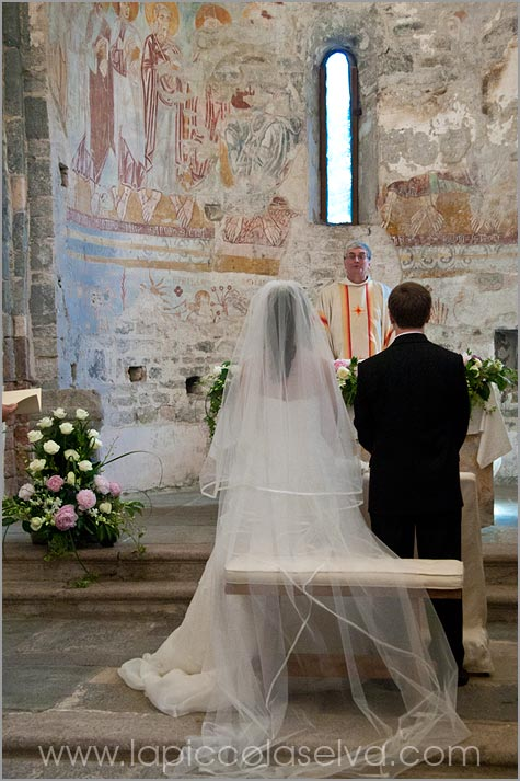 religious wedding ceremony to San Remigio church Pallanza