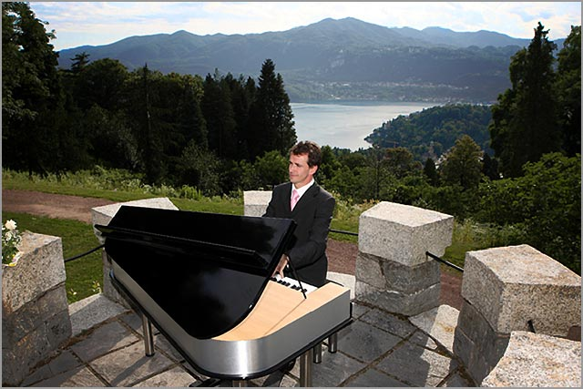 wedding pianobar singer entertainer on Lake Orta Italy