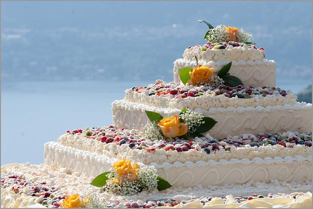 wedding cake by Delicatezze a Casa Vostra Catering
