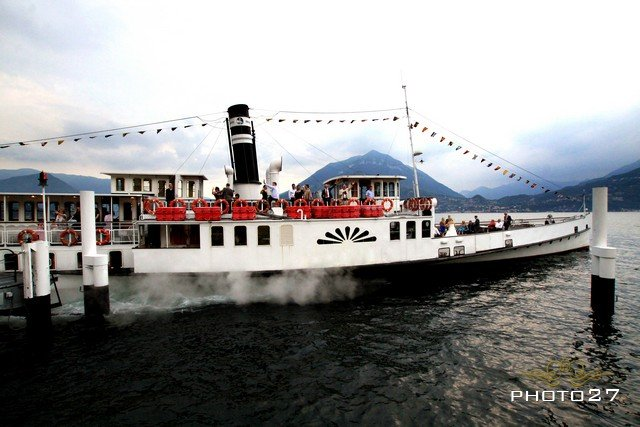 hire a stream boat for a wedding party on lake Como