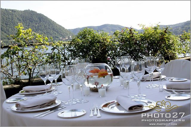 wedding centerpiece with goldfishes on Lake Como