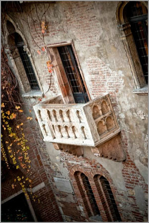 wedding in Romeo and Juliet's balcony Verona