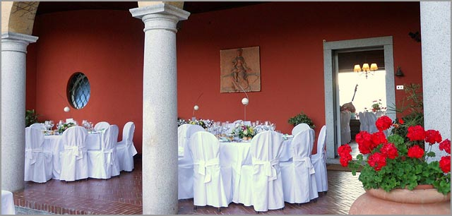 outdoor wedding reception to Villa Rocchetta