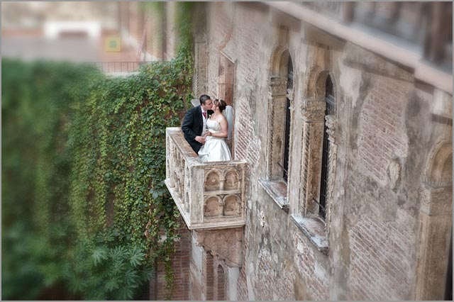 wedding to the balcony of Juliet in Verona