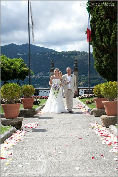 outdoor civil ceremony at Villa Bossi lake Orta