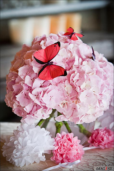 wedding centerpieces with pink hydrangea and butterflies