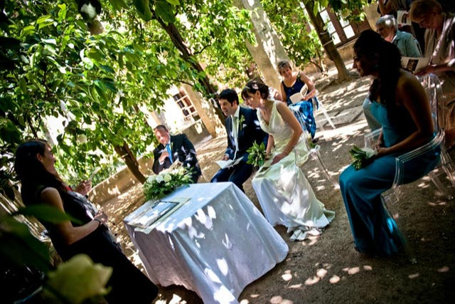 outdoor civil ceremony at Torri del Benaco castle