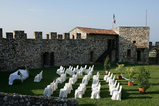civil wedding ceremonies in Lonato castle
