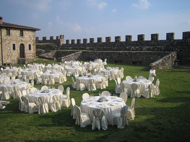 outdoor wedding reception in Lonato castle
