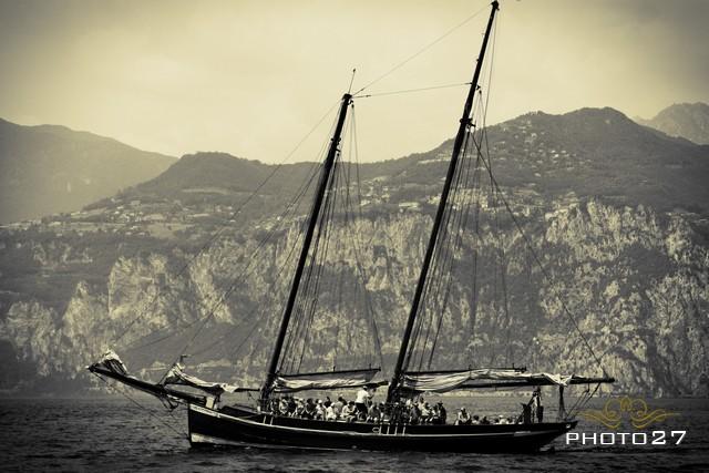 boat weddings on Lake Garda
