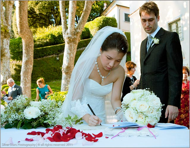 outdoor wedding ceremony at Villa Balbianello