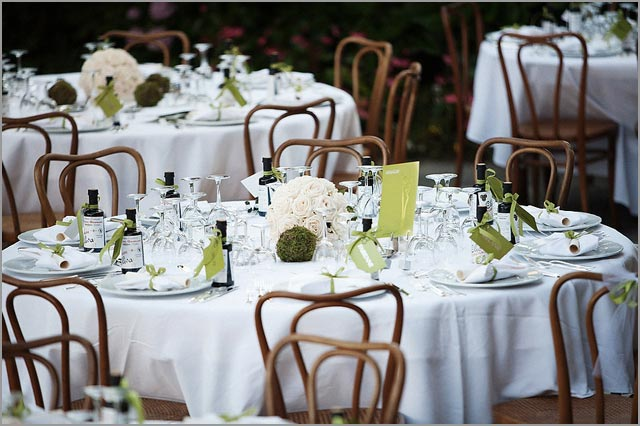 green and white wedding table decorations on Lake Como