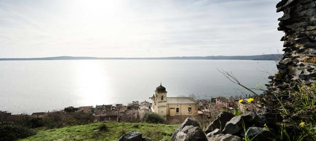 The beauty of a wedding in Trevignano on lake Bracciano shores – few km North of Rome