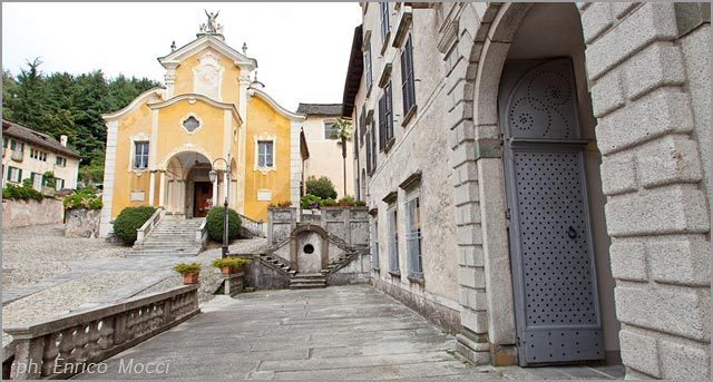 weddings at Assunta church and Palazzo Gemelli lake Orta