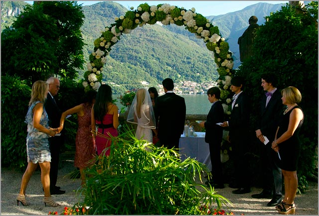 outdoor wedding ceremony in Villa Balbianello