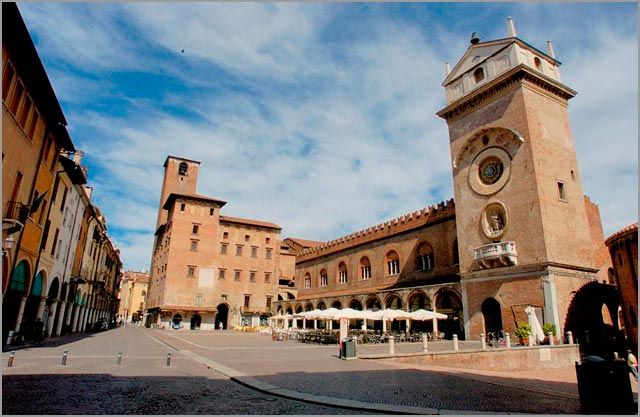 Mantova-weddings-Piazza-Erbe