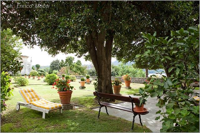 outdoor wedding reception at Palazzo Gemelli lake Orta